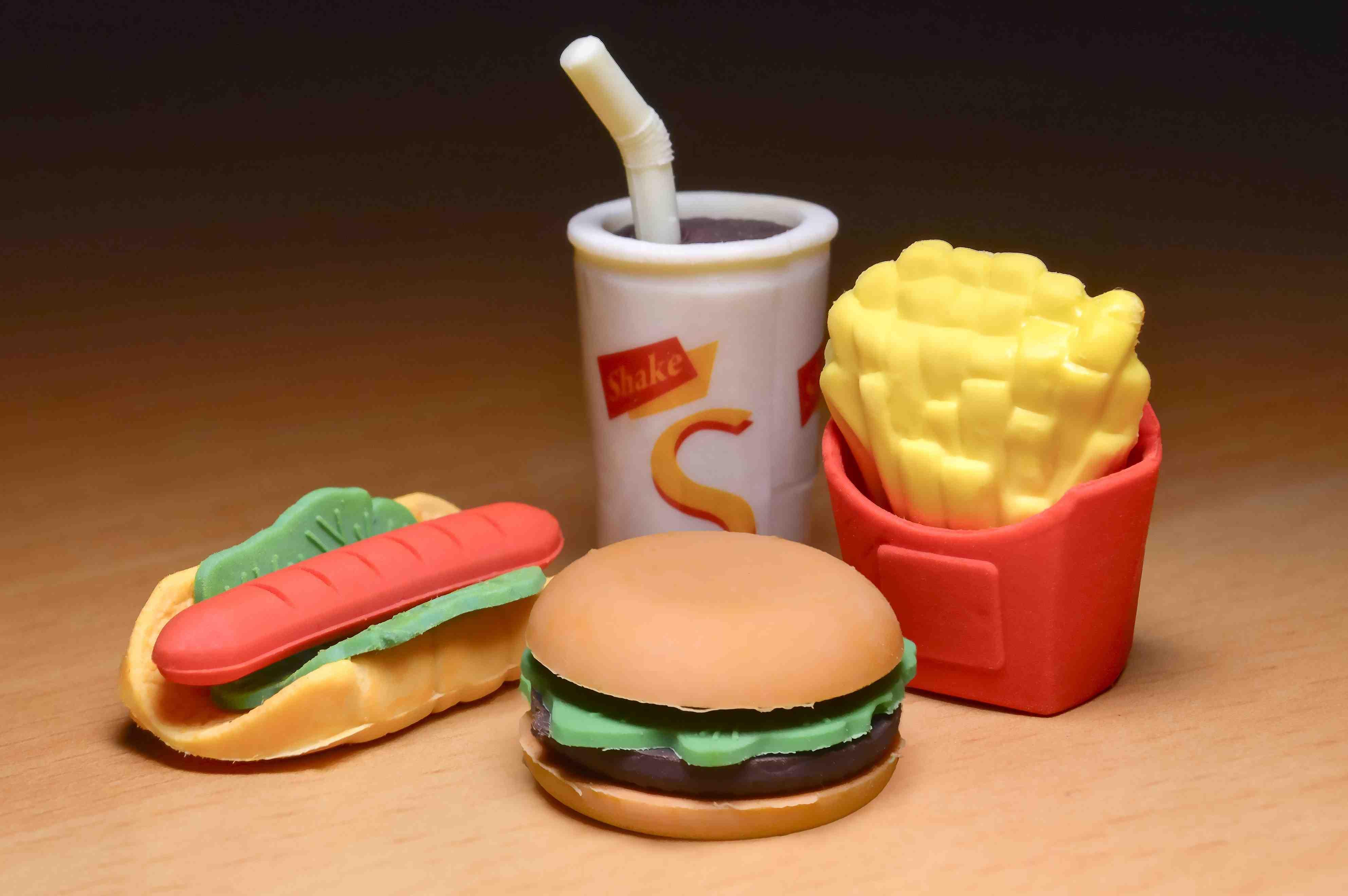 Cibo spazzatura nella nutrizione dei bambini /